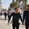 regards surfers sur boardwalk Venice Beach